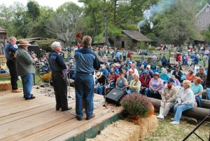 Tennessee Fall Homecoming im Museum of Appalachia in Norris, die Stewart Family spielt auf. (c) Tennessee Tourism