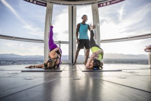 "Yoga im Riesenrad ""High Roller"" © Caesars Entertainment"