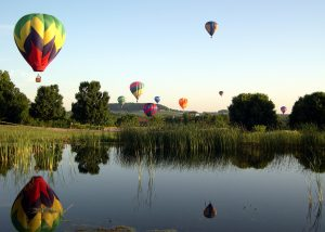 Beim Great Galena Balloon Race begegnen sich alle Elemente in anmutiger Gestalt - Foto Great River Road Illinois